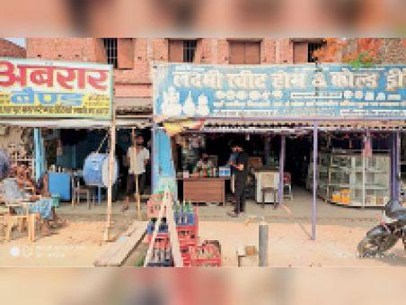 मधवापुर में कोल्ड्रिंक्स की दुकान जहां हुई चोरी। - Dainik Bhaskar