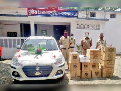 जब्त कार व शराब पेटियां। - Dainik Bhaskar