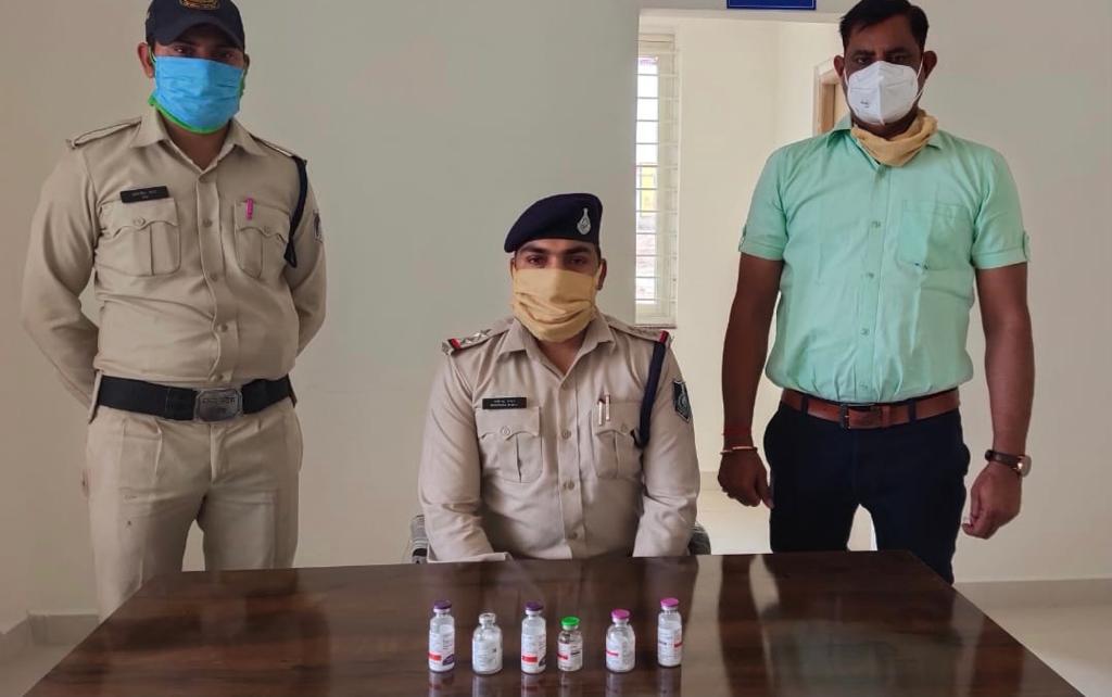 महाराष्ट्र का युवक, छिंदवाड़ा में 25-25 हजार रूपए में बेच रहा था रेमडेसीविर के 6 इंजेक्शन, पुलिस ने आरोपी को किया गिरफ्तार छिंदवाड़ा,Chhindwara - Dainik Bhaskar