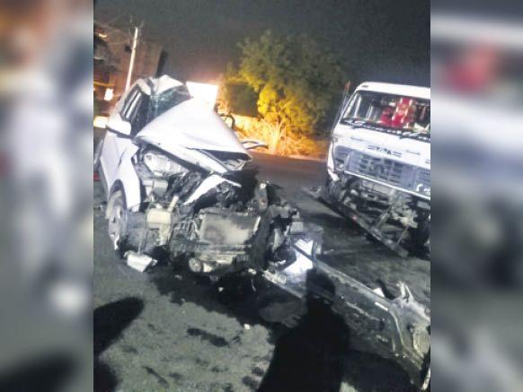 टक्कर इतनी भीषण थी कि कार बुरी तरह से चकनाचूर हो गई। - Dainik Bhaskar