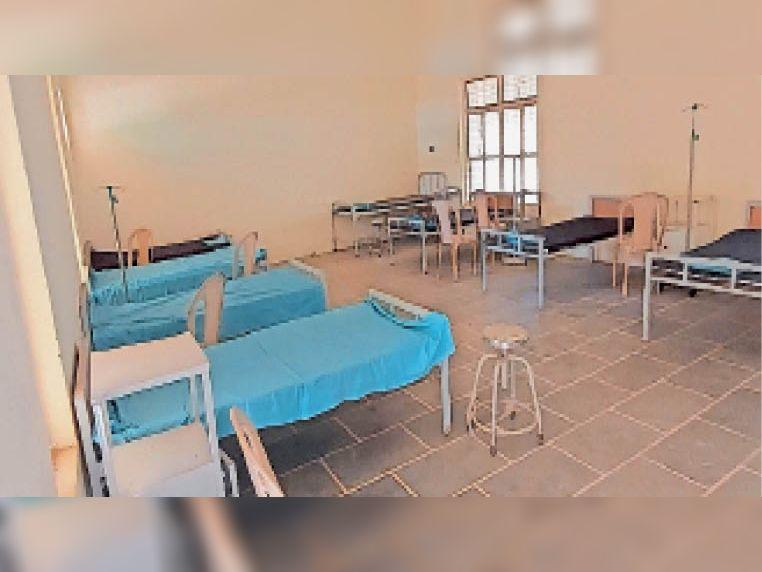 केशव नर्सिंग ऑफ कॉलेज के अंदर कोई नर्सिंग होम संचालित नहीं है, सिर्फ बेड बिछाकर रखे गए हैं। - Dainik Bhaskar