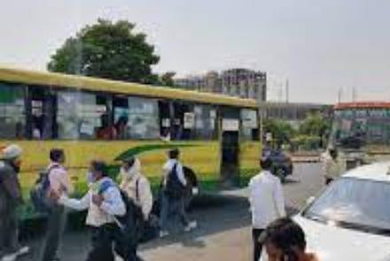 भिंड जिले से उत्तर प्रदेश जाने वाली बसों में हर रोज दस हजार से अधिक यात्री करते सफर, परिवहन मुख्यालय से जारी आदेश के बाद बस सेवा ठप भिंड,Bhind - Dainik Bhaskar