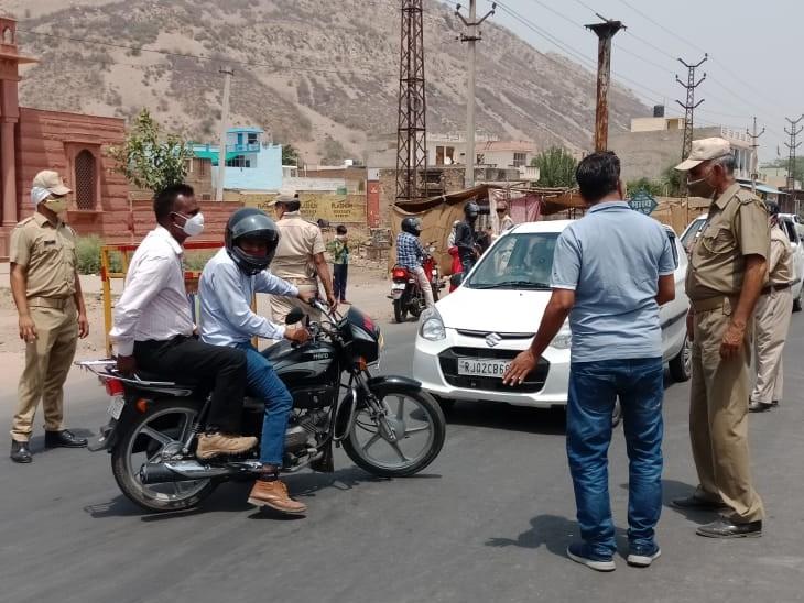 अलवर शहर में प्रवेश पर सख्ती बढ़ रही, बाइक पर दो सवारी देखते ही पुलिस रोक रही|अलवर,Alwar - Dainik Bhaskar