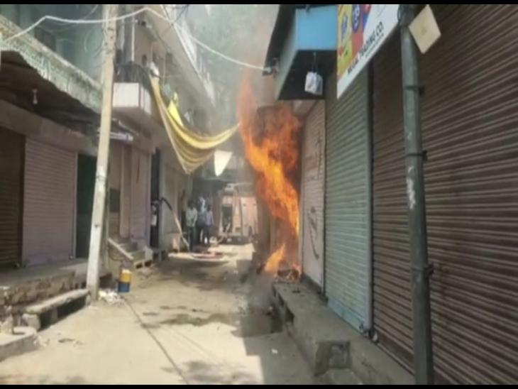 आधे घंटे दुकान खोली, बाजार बंद होने के बाद दुकान बंद कर लौट गए, कुछ देर बाद ही पड़ोसी का फोन आया कि दुकान से धुआं निकल रहा है, देखा तो आग लगी थी सीकर,Sikar - Dainik Bhaskar