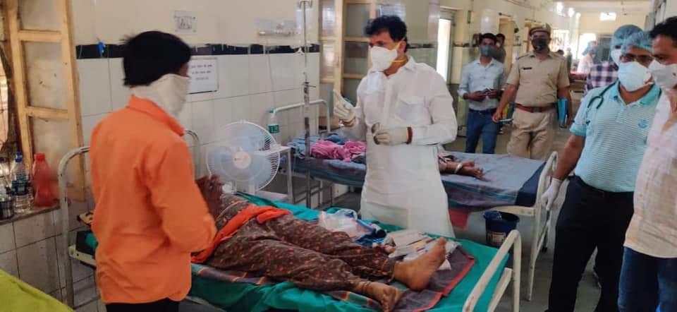 जीवन रक्षक दवाओं की खरीद के लिए सांसद निधि से 3 अस्पतालों को दिए गए 25-25 लाख रुपए|राजस्थान,Rajasthan - Dainik Bhaskar