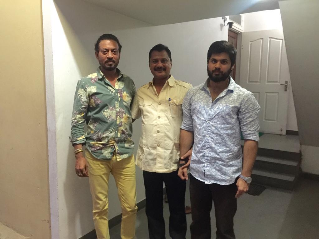 जयपुर में इरफान खान दोस्त डीआईजी इंटेलिजेंस हैदर अली जैदी और उनके बेटे अली के साथ।