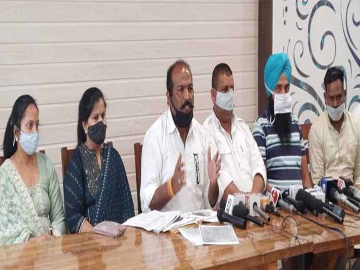 पंजाब के तपा मंडी के काउंसलरों ने कांग्रेस पर आरोप लगाया। - Dainik Bhaskar