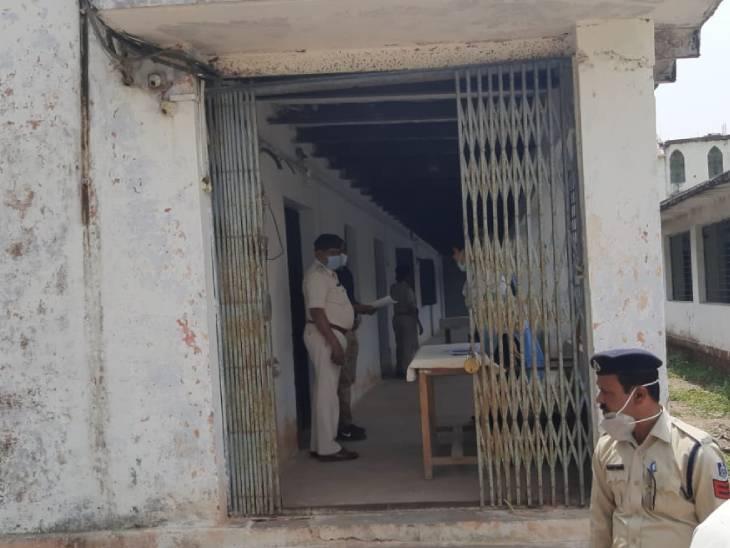 कोरोना कर्फ्यू में बगैर किसी कारण घूमने वालों को सागर में अस्थाई जेल में रखा जा रहा। - Dainik Bhaskar