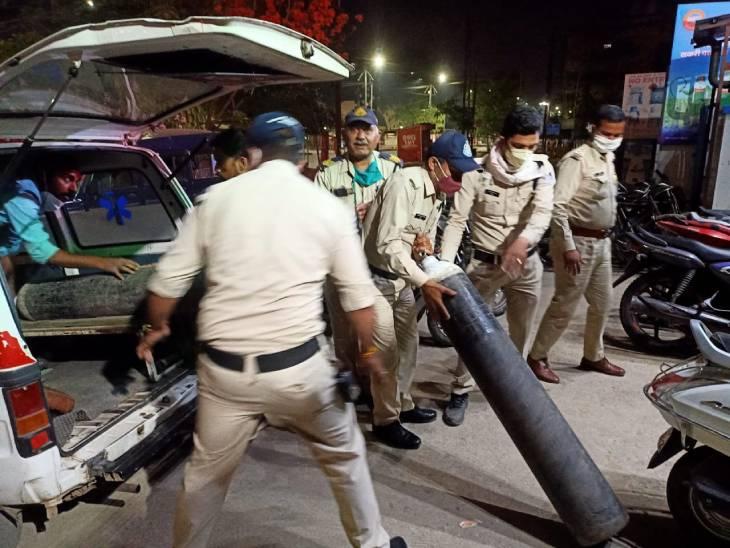 जबलपुर के दो निजी अस्पतालों में ऑक्सीजन समाप्त होने के बाद मचा हड़कंप, पुलिस ने पहुंचाया सिलेंडर|जबलपुर,Jabalpur - Dainik Bhaskar