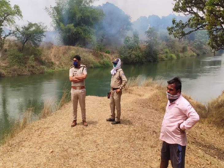 नहाने के लिए अकेला गया था नदी में, पानी के तेज बहाव में बह गया, लापता रीवा,Rewa - Dainik Bhaskar