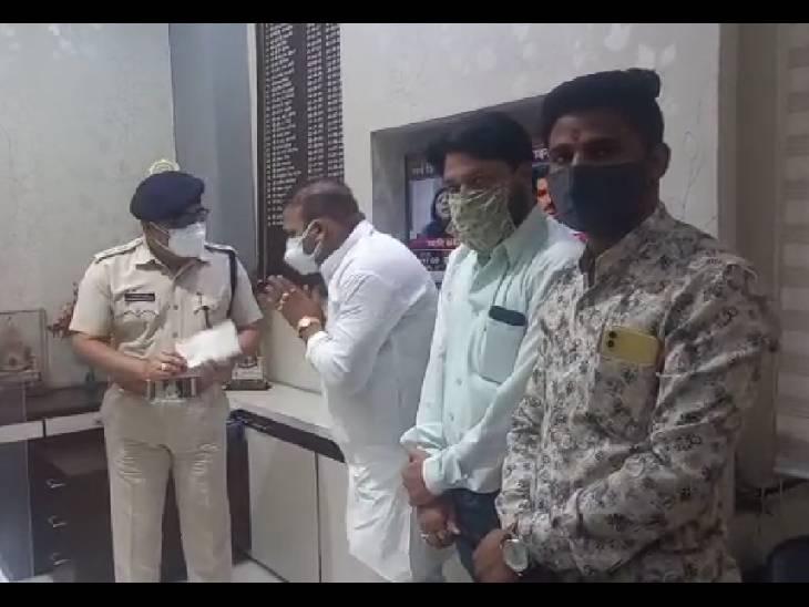 उज्जैन में करणी सेना ने पुलिसकर्मियों के लिए दिए 1 लाख रुपए; मरीजों के लिए पहले भी दिए गए 50 ऑक्सीजन सिलेंडर उज्जैन,Ujjain - Dainik Bhaskar