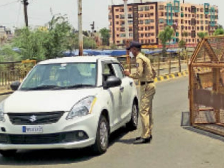 इंदौर रोड फोरलेन का एक रास्ता बंद शांति पैलेस पर जिगजेग से दे रहे प्रवेश|उज्जैन,Ujjain - Dainik Bhaskar