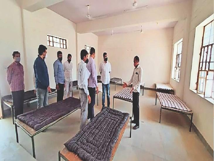 बायतु, कॉलेज में बनाए कोविड वार्ड की जानकारी लेते मंत्री हरीश चौधरी। - Dainik Bhaskar