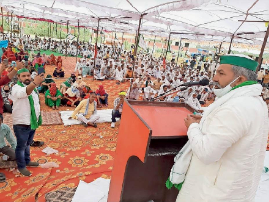 प्रेमनगर में किसान महापंचायत काे संबाेधित करते भाकियू के राष्ट्रीय प्रवक्ता राकेश टिकैत। - Dainik Bhaskar
