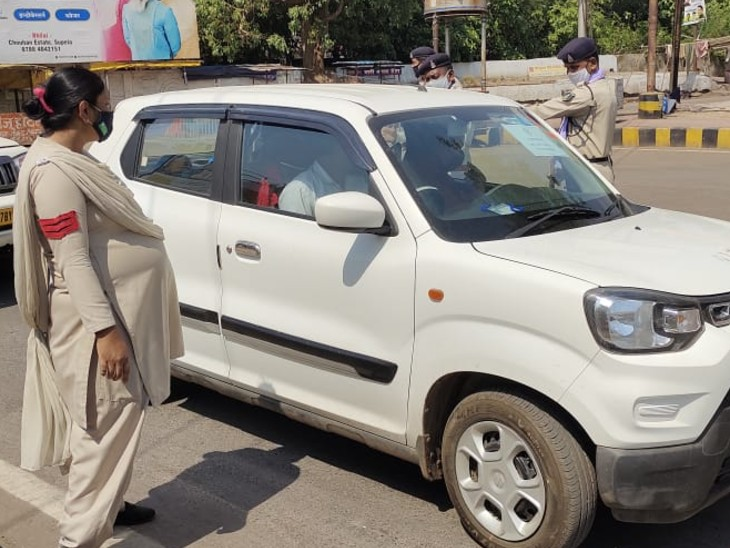 7 माह की गर्भवती प्रधान आरक्षक सड़क पर उतरकर कर रही अपील- नियमों का पालन करें|भिलाई,Bhilai - Dainik Bhaskar