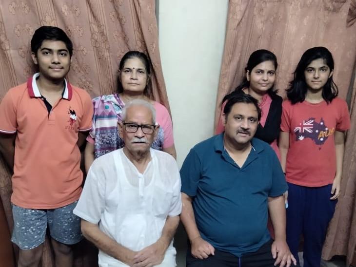 कोरोना से जीतकर शर्मा परिवार अब  पूरी तरह स्वस्थ है। - Dainik Bhaskar