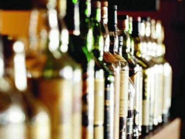 शराब ठेकेदार मौके से खिसक लिया। - Dainik Bhaskar