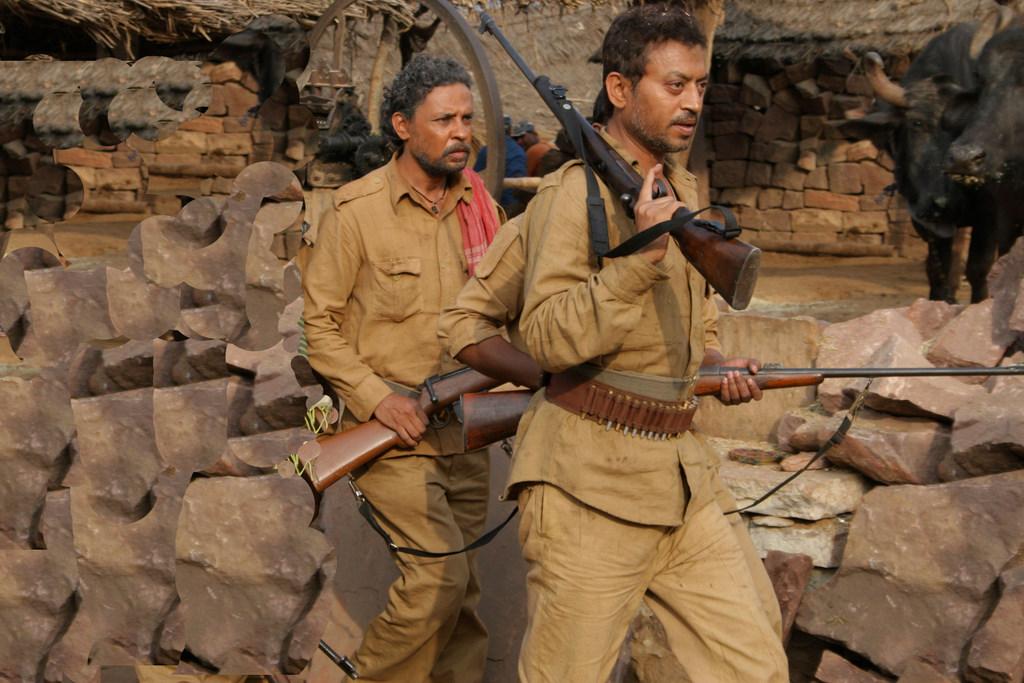'पान सिंह तोमर' के सेट पर इमरान हसनी और इरफान खान।