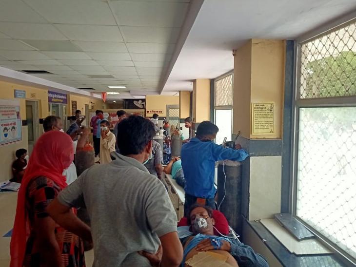 पाली। बांगड़ कोविड अस्पताल में बड़ी संख्या में  मरीज आ रहे हैं। - Dainik Bhaskar