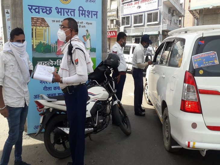 बेवजह घूमने वालों पर कार्रवाई कर वसूला जुर्माना; वाहन भी किए जब्त, सुबह के समय खुली दुकानों पर दिखी भीड़, दोपहर बाद सन्नाटा|अजमेर,Ajmer - Dainik Bhaskar