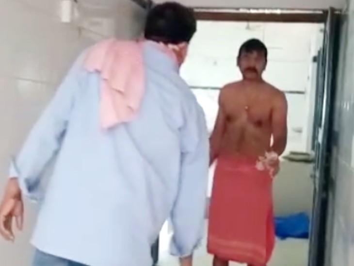 भागलपुर के मायागंज अस्पताल में पोस्टमोर्टम के लिए गिड़गिड़ाता रहा पिता, 1000 रुपए देने पर ही हुआ काम|भागलपुर,Bhagalpur - Dainik Bhaskar