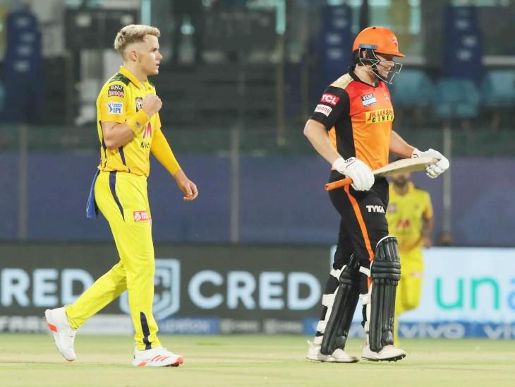 हैदराबाद को 22 रन पर पहला झटका लगा। सैम करन ने जॉनी बेयरस्टो को आउट किया।