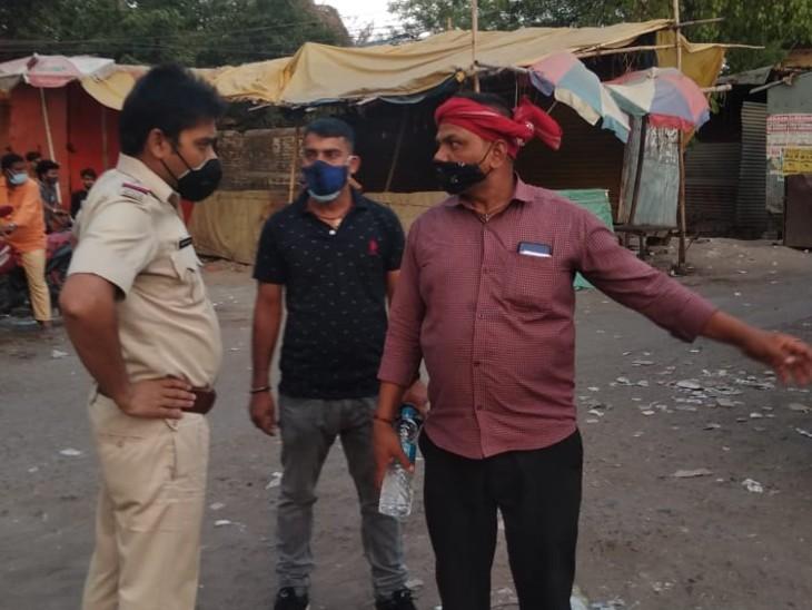 गया में बिना वजह सड़क पर घूमने वाले को टोकती पुलिस। - Dainik Bhaskar