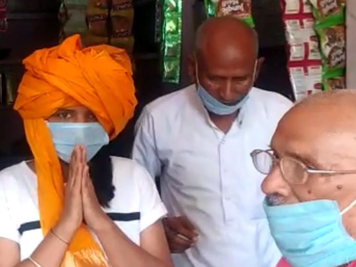 शादी से 10 दिन पहले पिता की मौत पर सबसे छोटी बेटी वर्षा जैन ने बांधी दस्तूर की पगड़ी; पंचों ने किया निर्णय|टोंक,Tonk - Dainik Bhaskar