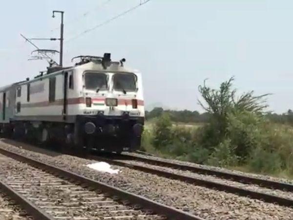 पश्चिम रेलवे ने की स्पेशल ट्रेनों की घोषणा, गोरखपुर-भागलपुर की ट्रेनें दो-दो ट्रिप चलेंगी, बरौनी-सूबेदारगंज की ट्रेन विस्तारित|गुजरात,Gujarat - Dainik Bhaskar