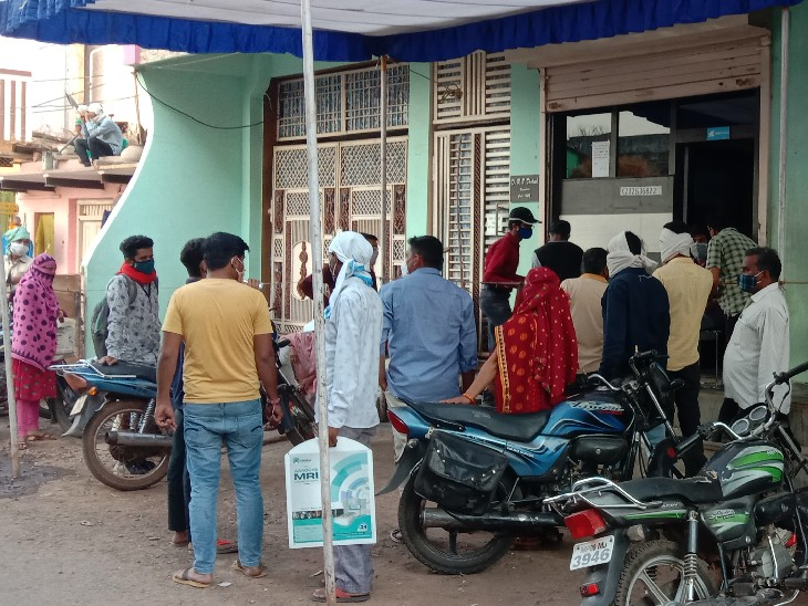 एसडीएम जांच करने पहुंचीं तो उनके सामने ही खड़े थे करीब 200 लोग, लगाया जुर्माना गुना,Guna - Dainik Bhaskar