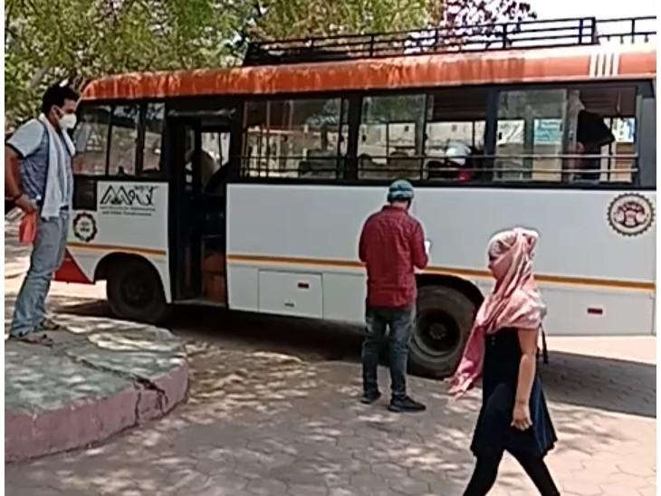 कोरोना टेस्ट कराने के बाद सभी को एक साथ छात्रावास में कर रहे क्वारैंटाइन|गुना,Guna - Dainik Bhaskar
