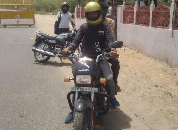 घर जाने के लिए दोस्त से मांगी बाइक, 5 दिन में पूरा किया 2 हजार किमी का सफर, लॉकडाउन के चलते बंद हो गया था काम|नागौर,Nagaur - Dainik Bhaskar