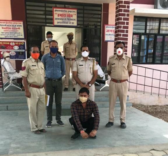 बायोडीजल के मामले में गिरफ्तार आरोपी। - Dainik Bhaskar