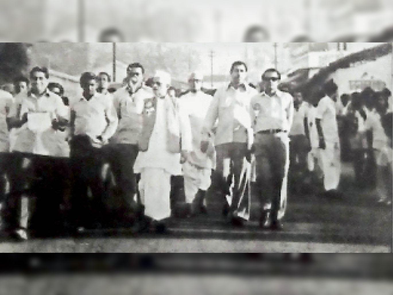 रतनलाल ने चिरमिरी में सत्याग्रह से बंधुवा मजदूर प्रथा खत्म की थी, इससे श्रमिक नेता के रूप में राष्ट्रीय पहचान बनी, देश के पहले उप श्रममंत्री बने अंबिकापुर (सरगुजा),Ambikapur (Surguja) - Dainik Bhaskar