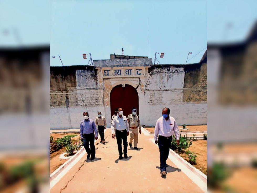 एफटीसी छमेश्वर पटेल व अन्य न्यायाधीशों ने जेल का निरीक्षण किया। - Dainik Bhaskar