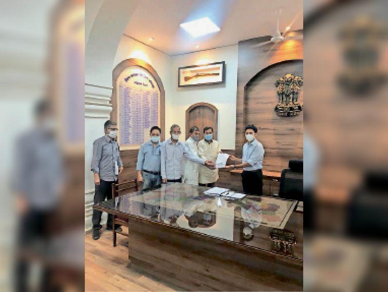 भामाशाहों ने ऑक्सीजन प्लांट के लिए कलेक्टर को सौंपे 40 लाख रुपए, शेरगढ़ विधायक ने भी बालेसर अस्पताल में प्लांट के लिए स्वीकृत किए 41 लाख रुपए|जोधपुर,Jodhpur - Dainik Bhaskar