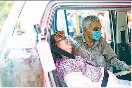 ऑक्सीजन सप्लाई में भेदभाव पर केंद्र सरकार से जवाब मांगा। - Dainik Bhaskar