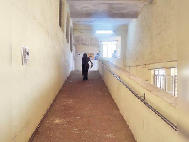 अंता सामुदायिक चिकित्सालय में दूसरी मंजिल पर स्थापित कोरोना वैक्सीनेशन सेंटर - Dainik Bhaskar