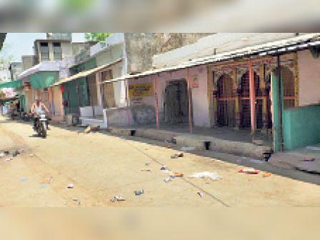कोयला. पुलिस की सख्ती के बाद कस्बे के बाजार में पसरा सन्नाटा। - Dainik Bhaskar