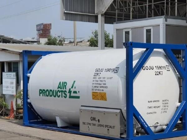 अडाणी ग्रुप ने 80 टन लिक्विड ऑक्सीजन के साथ 4 क्रायोजेनिक टैंक्स की पहली खेप दमन से मुंद्रा बंदरगाह रवाना की गई है।