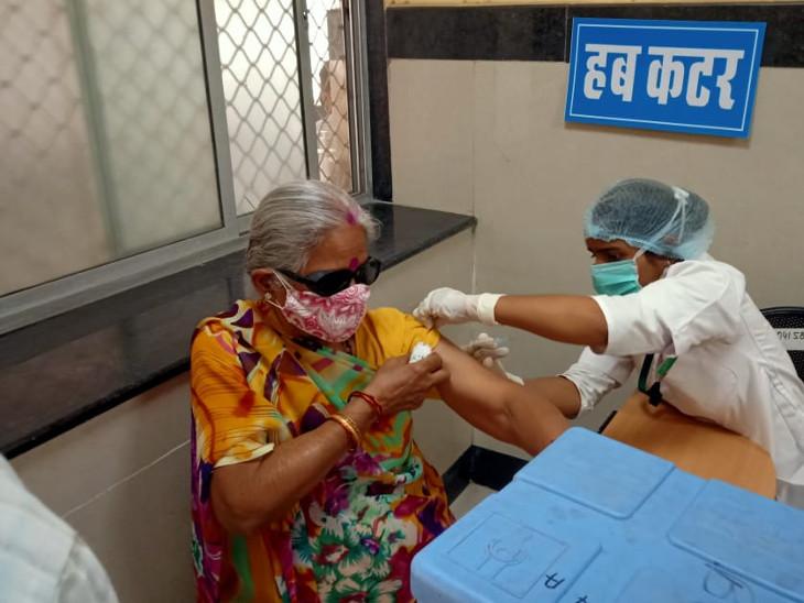 आधे से भी कम लोग दूसरी बार वैक्सीन लगाने पहुंचे; रोहट व पाली पीछे, रायपुर व ग्रामीण क्षेत्र आगे|पाली,Pali - Dainik Bhaskar