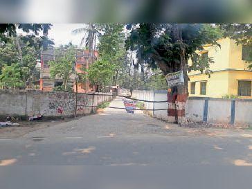 गांधीनगर में बनाया गया कंटेनमेंट जाेन। - Dainik Bhaskar