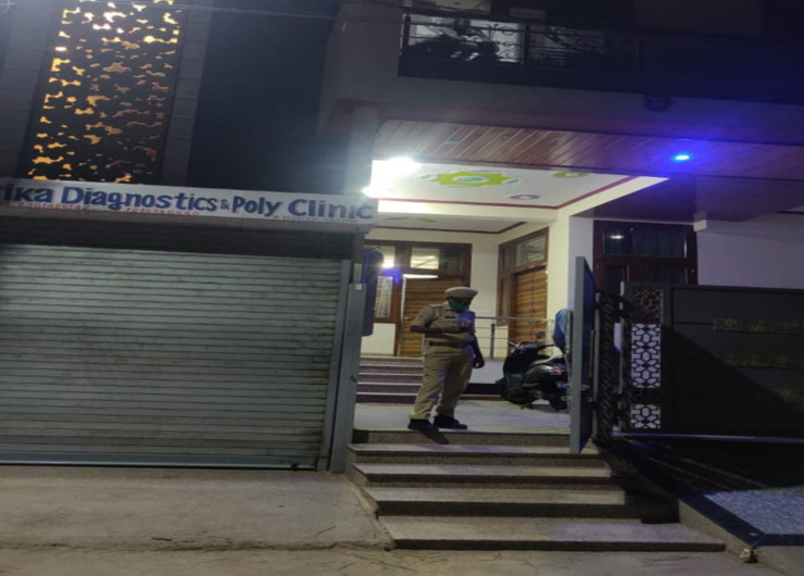 जगतपुरा के लाजपत नगर में इसी मकान में गिर्राज मीणा ने पत्नी व बच्चे की हत्या कर खुदकुशी कर ली। - Dainik Bhaskar