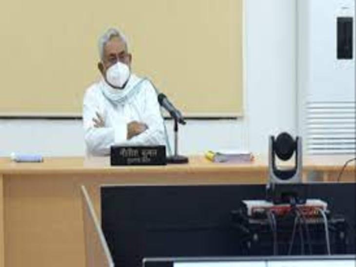 वीडियो कॉन्फ्रेंसिंग से बैठक करते CM नीतीश कुमार की फाइल फोटो। - Dainik Bhaskar