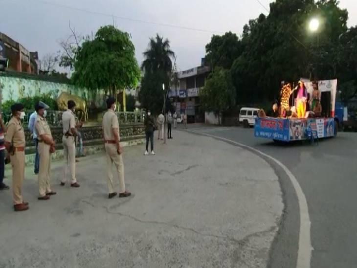 लॉकडाउन में प्रोटोकाॅल का उल्ल्ंघन करने पर पुलिस ने 2.13 लाख लोगों पर की कार्रवाई, जागरूक करने एसपी उतरे सड़क पर जबलपुर,Jabalpur - Dainik Bhaskar