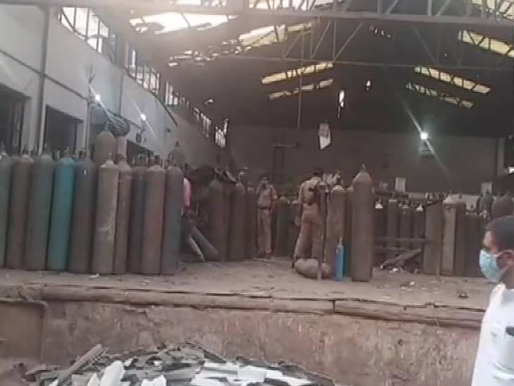 कानपुर में रिफिलिंग के दौरान अचानक सिलेंडर फटने से एक मजदूर की मौत, दो घायल कानपुर,Kanpur - Dainik Bhaskar