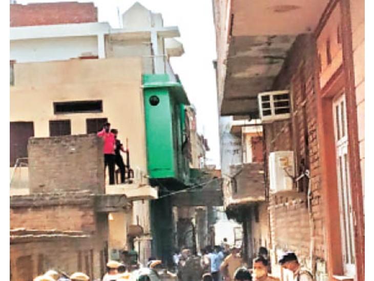 पुलिस ने मौके से 12 वर्षीय बच्चे को एयरगन समेत दबोचा, बाद में छोड़ा - Dainik Bhaskar