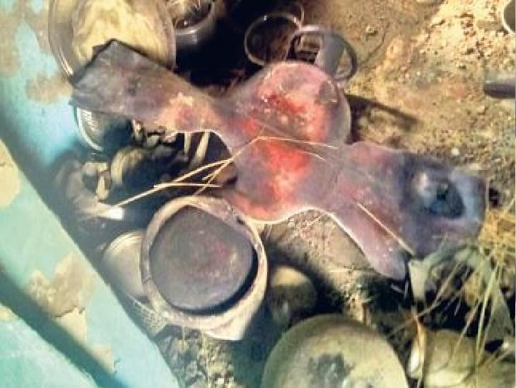भुसावर, फटा हुआ गैस सिलेंडर और बिखरा पड़ा घरेलू सामान। - Dainik Bhaskar