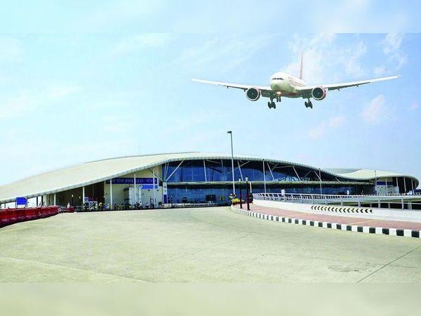 राजा भोज एयरपोर्ट प्रबंधन का कहना है कि कोविड-19 संक्रमण के चलते शेड्यूल में परिवर्तन हो रहा है। - Dainik Bhaskar