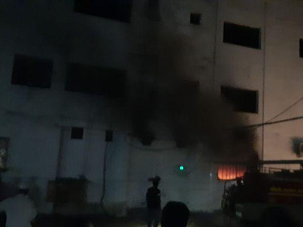 'वेलफेयर में बहुत बुरी आग है, बहुत से लोगों का इंतकाल हो गया है... अल्लाह हिफाजत करे', मरीजों ने मैसेज किए|गुजरात,Gujarat - Dainik Bhaskar